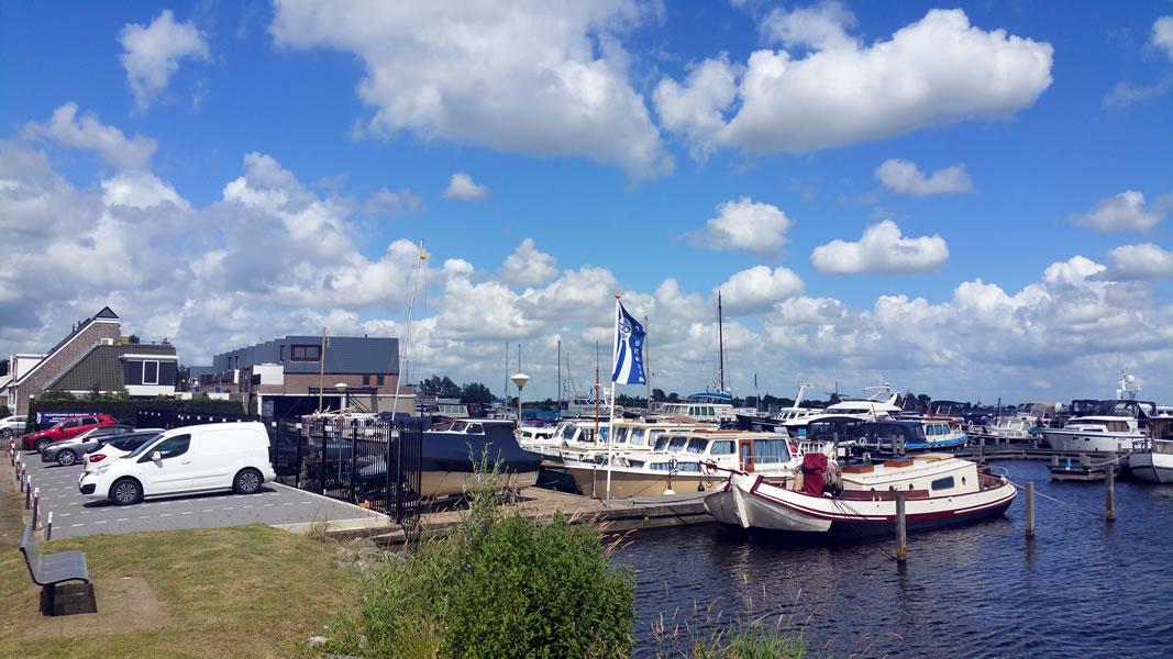 Jachthaven de Brasem vanaf de weg