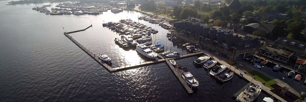 luchtfoto Jachthaven de Brasem